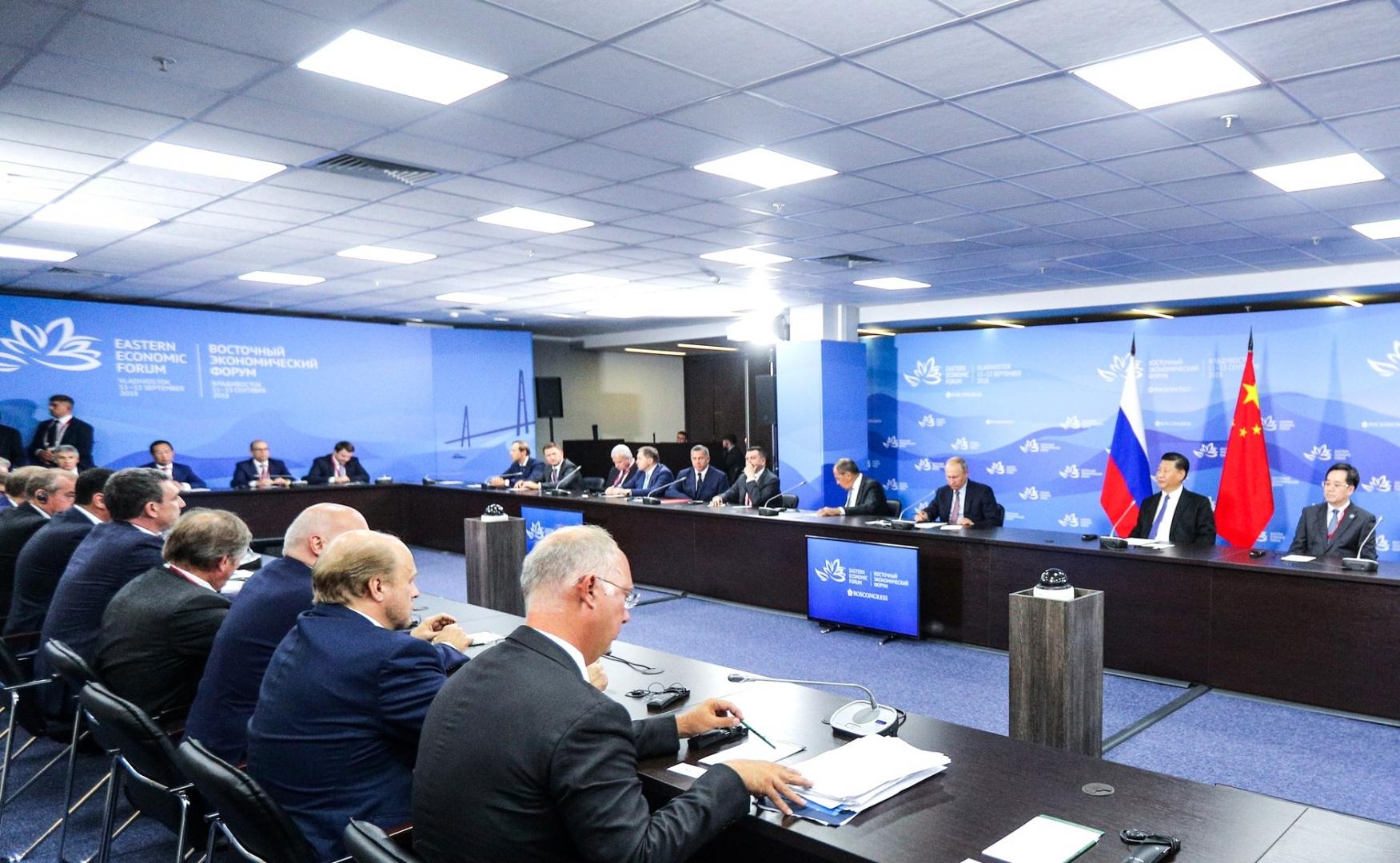 Встреча Владимира Путина с участниками круглого стола по российско-китайскому межрегиональному сотрудничеству. 11 сентября 2018 года, Владивосток