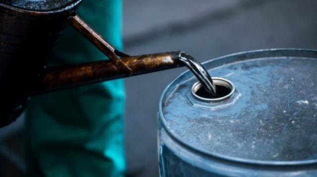 Нефть растет в цене: Brent подбирается к $80 за баррель
