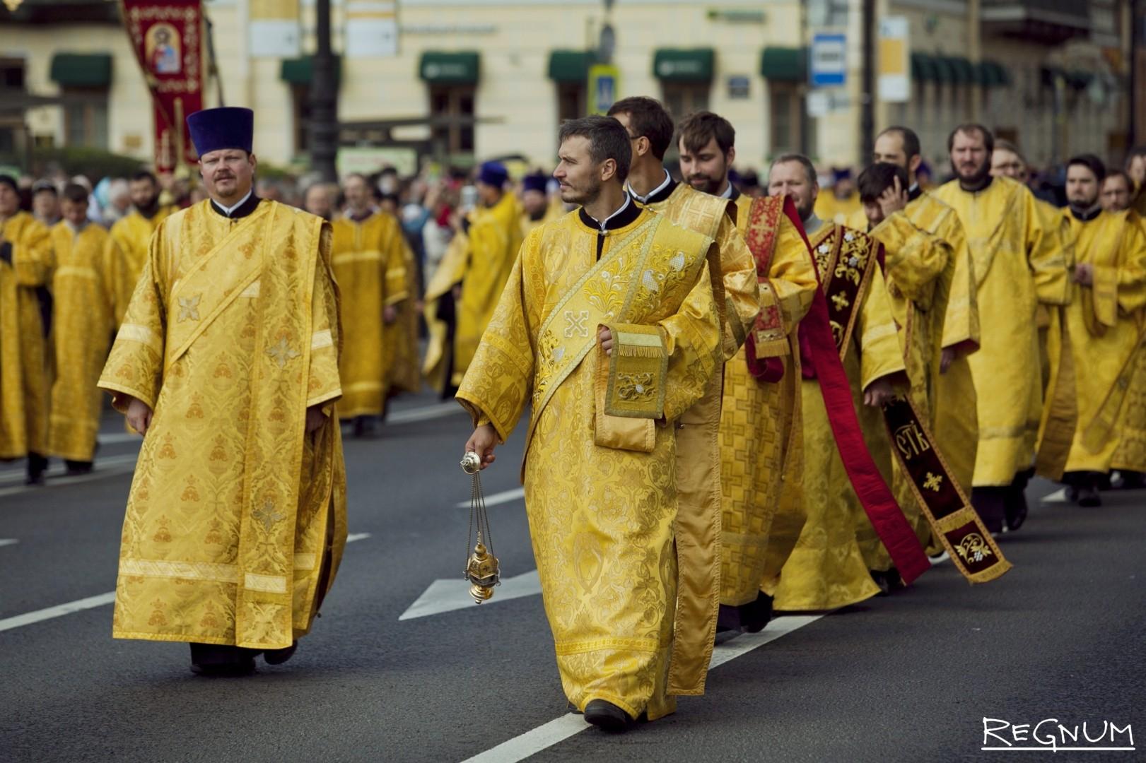 Крестный ход по Невскому проспекту в честь Дня перенесения мощей святого благоверного князя Александра Невского