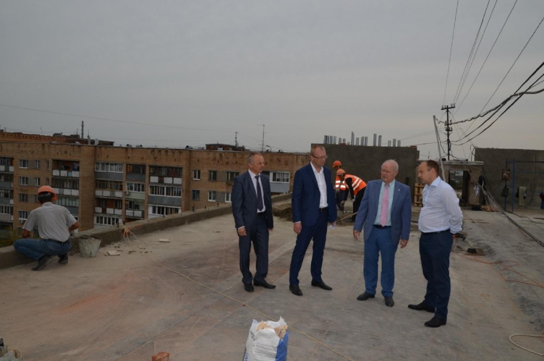 Глава самоуправления Калуги проверил ход капитального ремонта домов