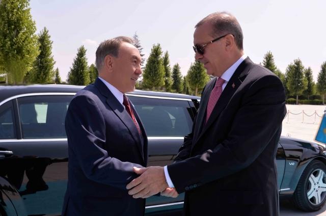 Назарбаев прилетел в Турцию на встречу с Эрдоганом