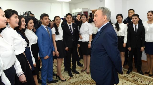 В Казахстане более 70% студентов учатся платно