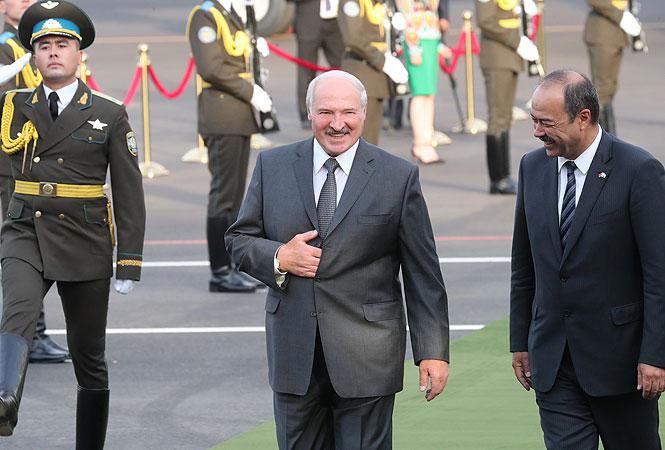 Александр Лукашенко во время визита в Узбекистан