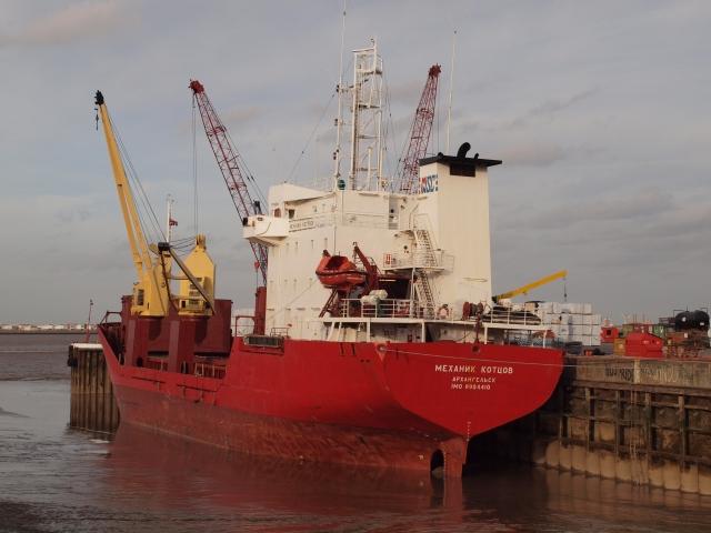 Грузовое судно «Механик Котцов» в Новой Голландии. Санкт-Петербург