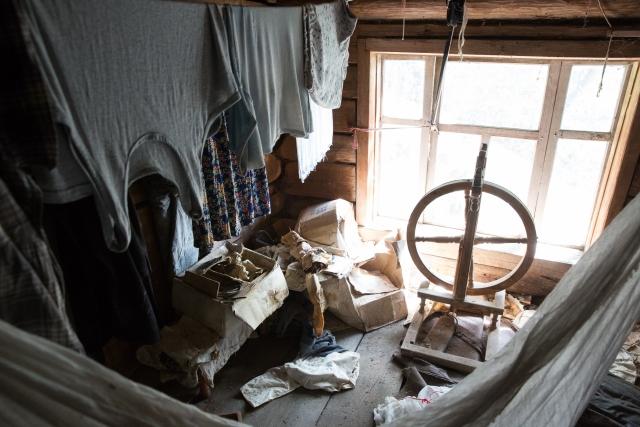 Прялка. На чердаке большинства домов сохранились предметы старины, которыми пользовались предыдущие поколения. Некоторые предметы все еще используются в быту