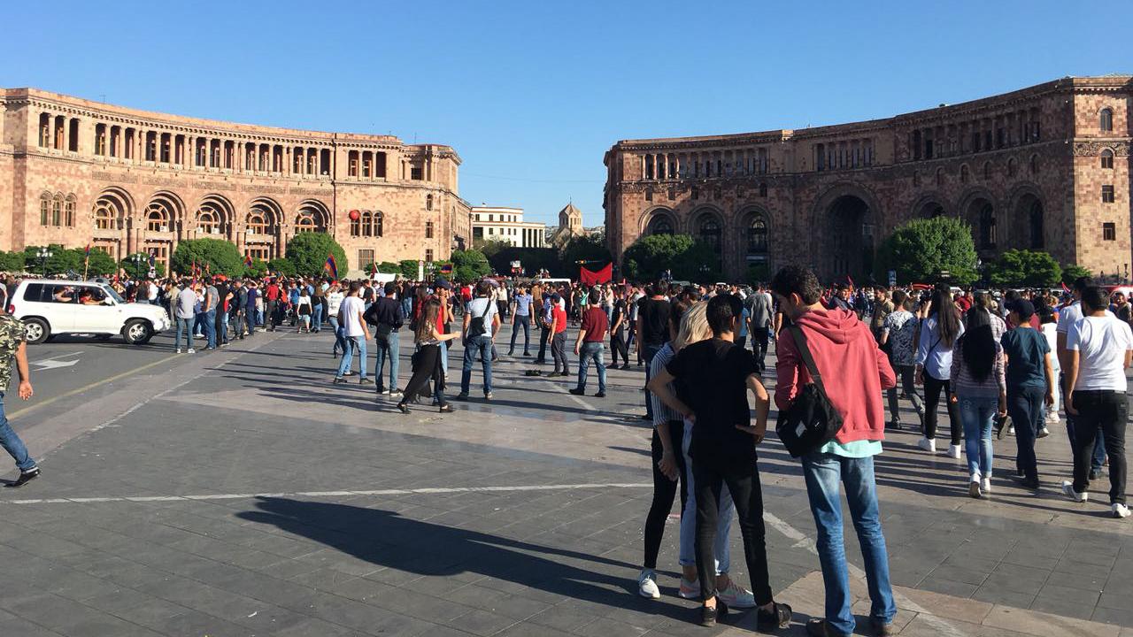 Протестующие на улицах Армени. 2018