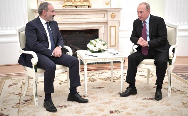 Владимир Путин и Никол Пашинян на встрече 8 сентября в Кремле