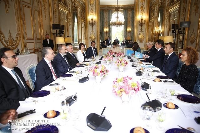 Макрон и Пашинян пообедали в Париже