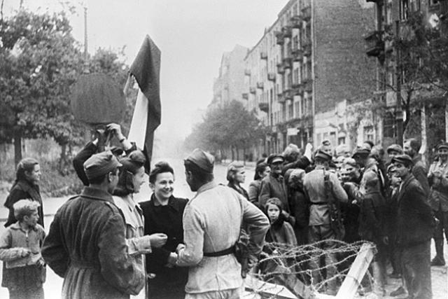 Вандалы в Польше пытались взорвать памятник советским солдатам