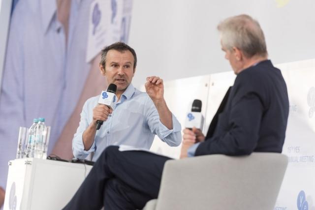 Певец Вакарчук рассказал политикам Украины, как они разворовывают страну