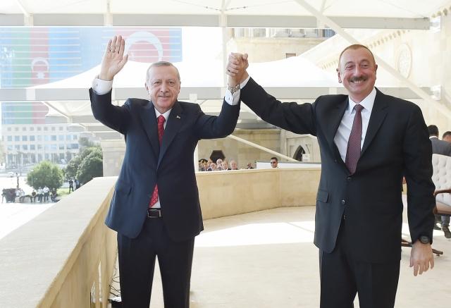 Реджеп Тайип Эрдоган и Ильхам Алиев на параде в Баку