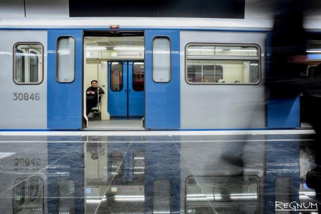 Машинисты московского метро начали приветствовать пассажиров