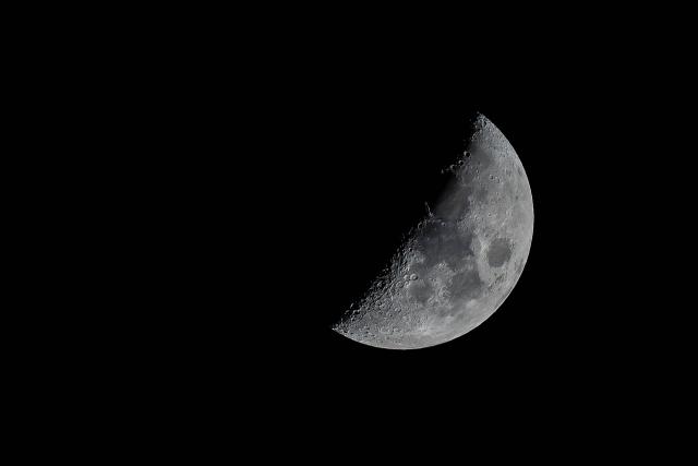 Москвичи смогут наблюдать сближение Луны с Марсом и Сатурном