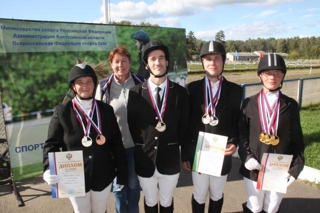 Петербургские паралимпийцы «на коне»