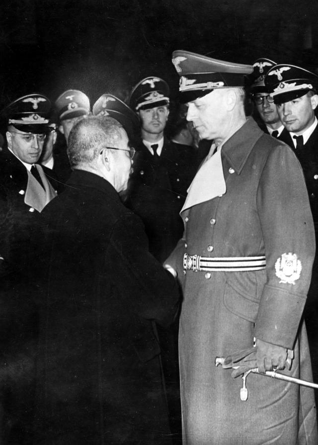 Иоахим фон Риббентроп и Ёсукэ Мацуока
