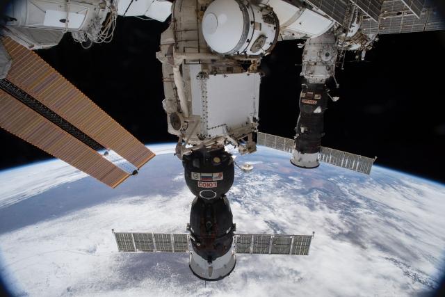 Корабль «Союз» с дырой от сверла останется на МКС как корабль-спасатель