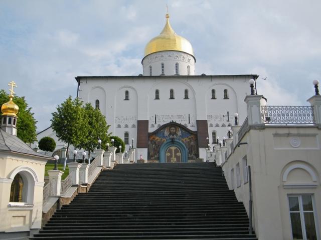 Почему в Почаевской лавре паломников стало меньше, а охраны больше
