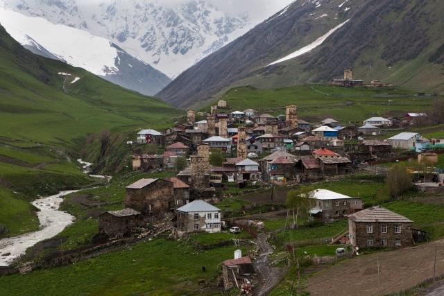 С древними башнями и интернетом: жизнь в самой высокой грузинской деревне
