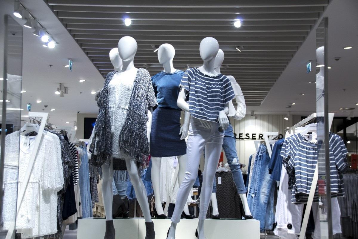 В магазине одежды