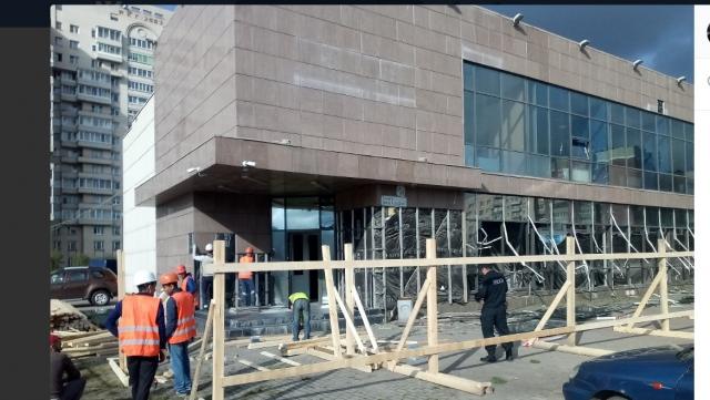 Незаконный торговый центр сносят в Петербурге при поддержке «силовиков»