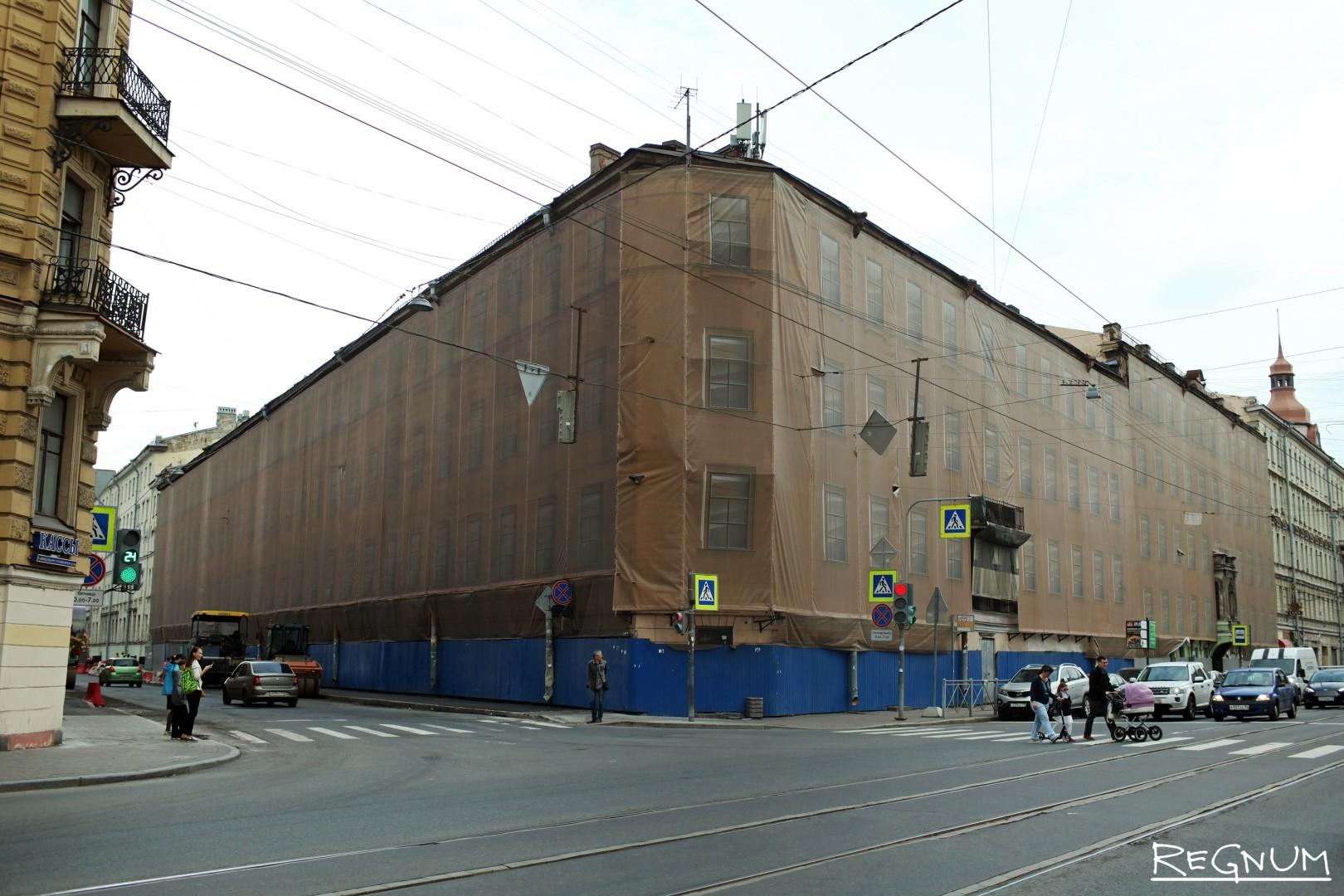 Дом в центре Петербурга