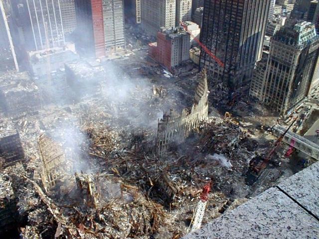 Всё, что осталось от зданий ВТЦ после терракта 11 сентября 2001 года