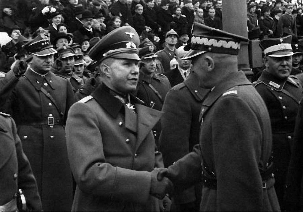 Немецкий атташе полковник Богислав фон Штудниц и польский маршал Эдвард Рыдз-Смигла. Варшава. 1938