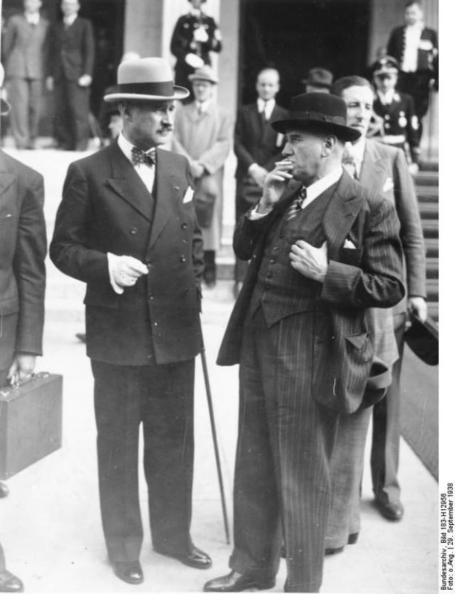 Эдуард Даладье (справа). 1938