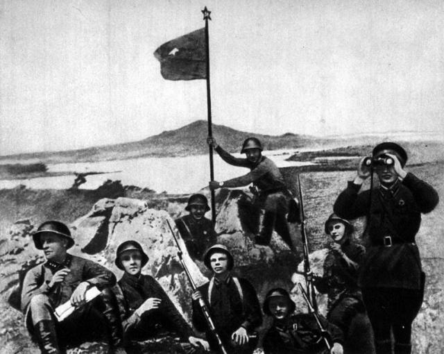 Советский флаг на высоте Заозёрная. 1938