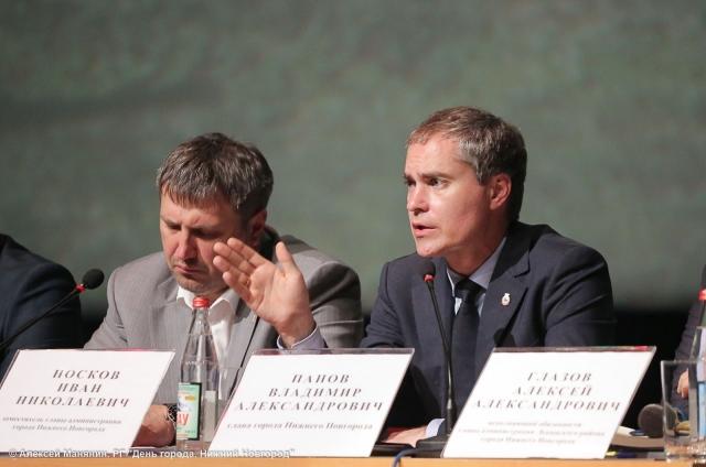 Владимир Панов (справа)