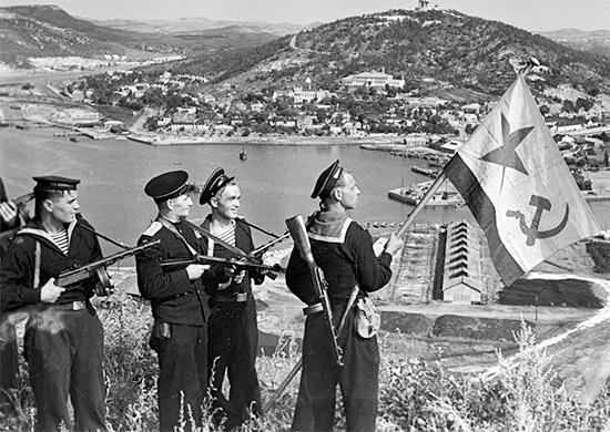Советские морские пехотинцы в Порт-Артуре