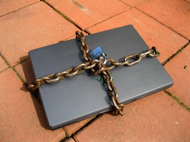 Apple заблокирует ноутбуки после ремонта в сторонних сервисных центрах
