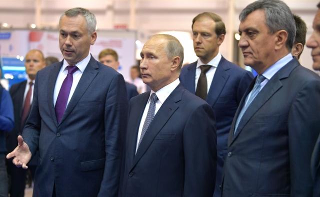 Андрей Травников и Владимир Путин (слева)