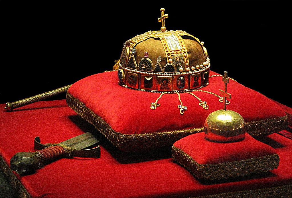 Корона Святого Иштвана в венгерском парламенте