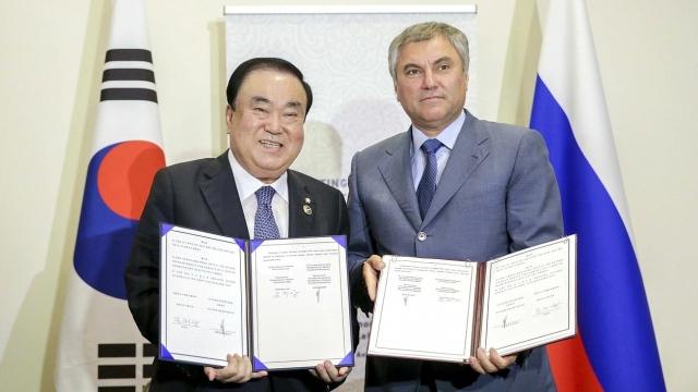 Вячеслав Володин и Мун Хи Сан
