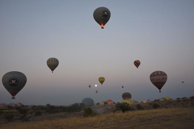 Во избежание вертикальных потоков воздуха первый полёт над Каппадокией на воздушном шаре начинается с 5-6 утра