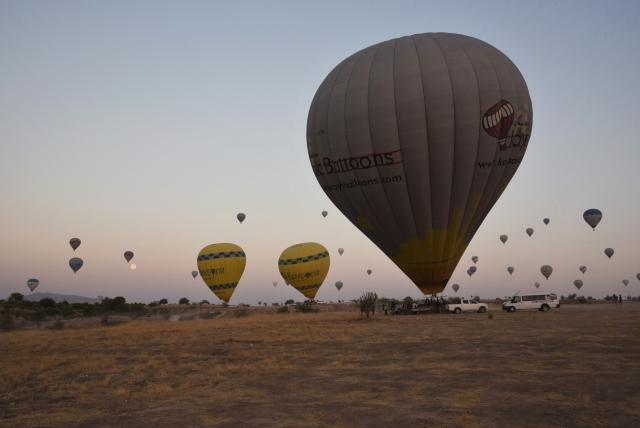 На подготовку воздушного шара к полету в среднем уходит примерно 20-25 минут