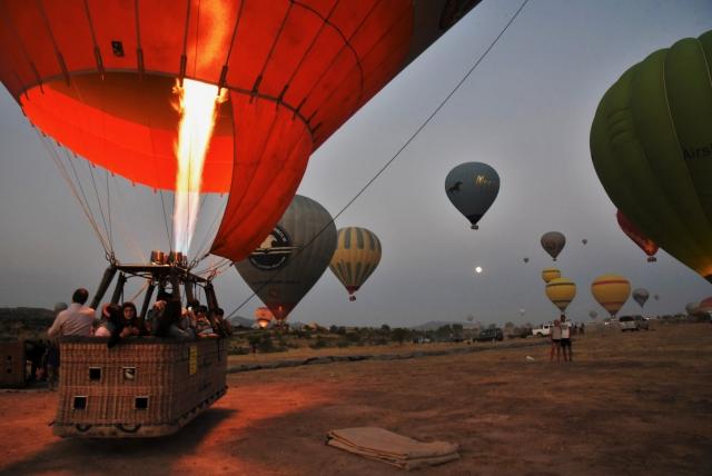 В воздух над центральной Анатолией могут подняться до 150 воздушных шаров