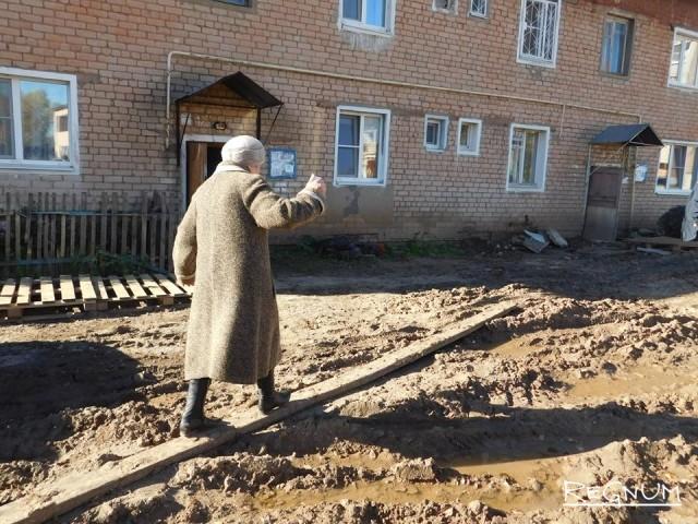 Главу ярославского ОНФ шокировали итоги благоустройства двора в Переславле