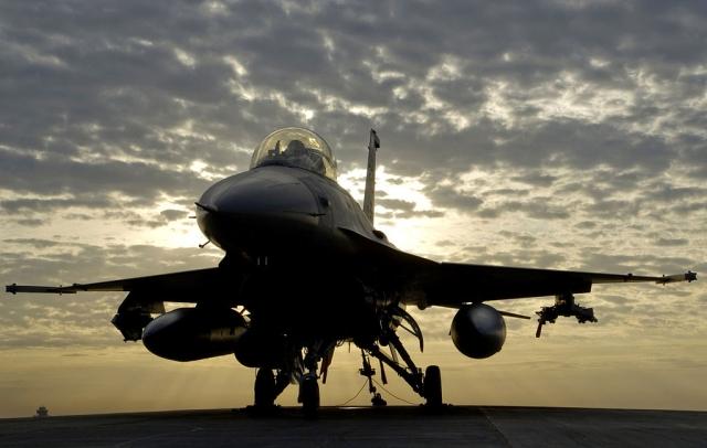 На военной базе в Бельгии сгорел истребитель F-16, двое военных пострадали
