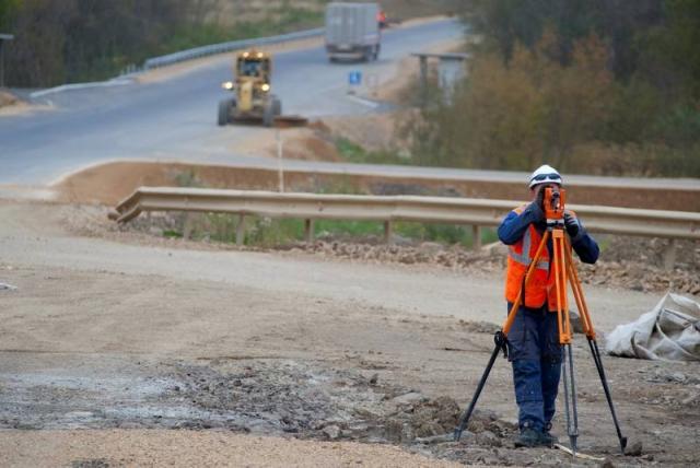 Работы по строительству дороги
