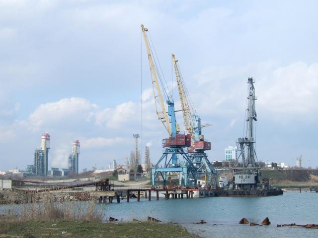 Вид порта Южный, Аджалыкский лиман, Одесская область, Украина
