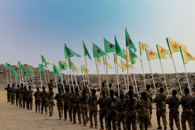 Курды из отрядов Народной самообороны (YPG)