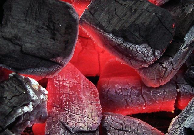 На Украине продолжается ликвидация очагов тления на арсенале под Черниговом
