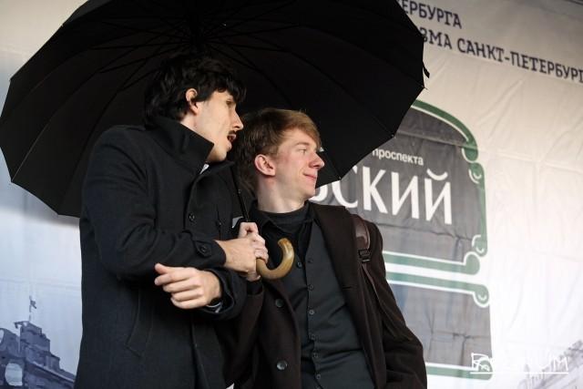 Участники представления на Невском проспекте
