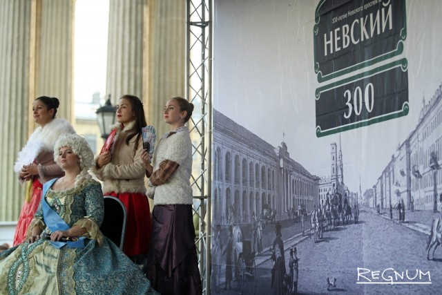 Театрализованное представление на Невском проспекте