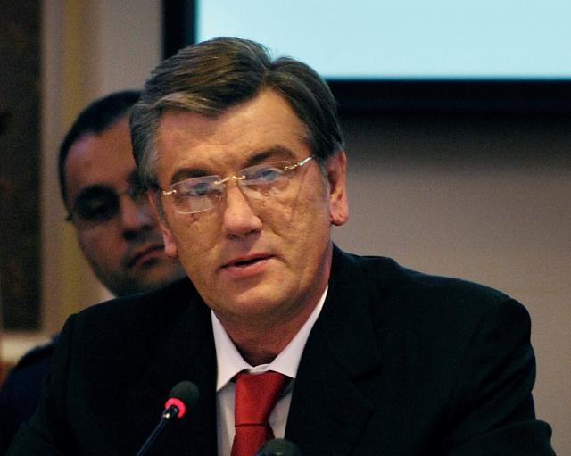 Ющенко указал Киеву на важность отношений с Москвой