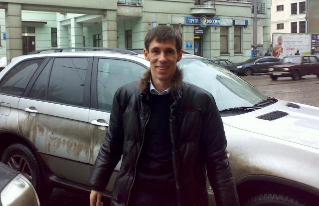 Актёр Панин проехал по пешеходной улице на Gelandewagen