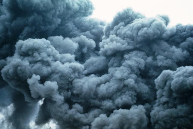 Крупный пожар на складе под Петербургом ликвидирован