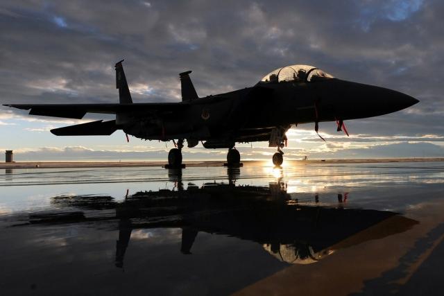 Ураган «Майкл» повредил ангары ВВС США с новыми истребителями